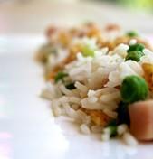 Ρύζι με αρακά, ζαμπόν και ομελέτα