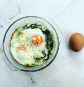 αυγά με χόρτα & σπανάκι στο φούρνο