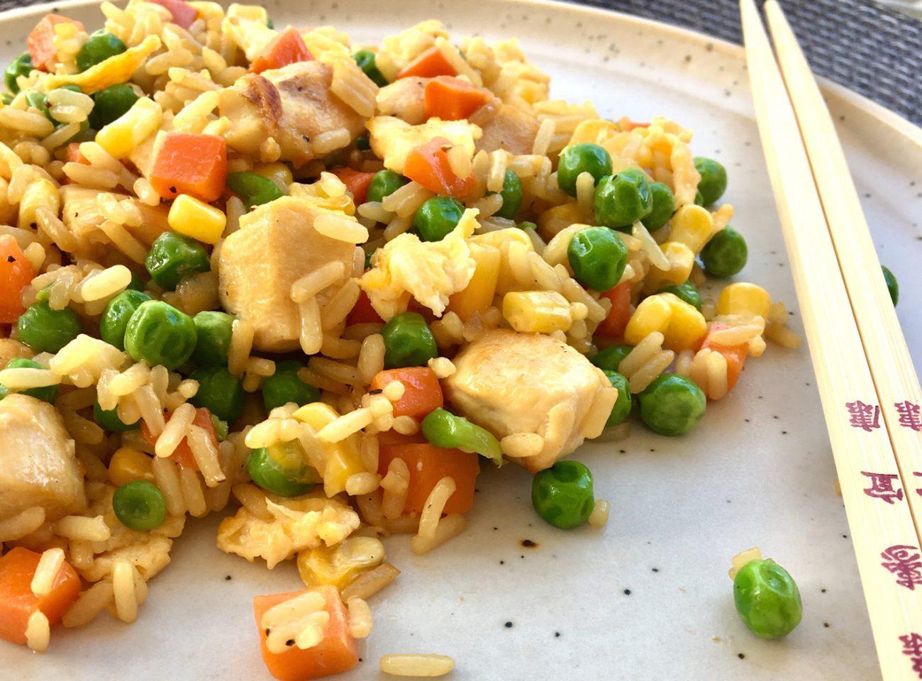 κινέζικο ρύζι με κοτόπουλο