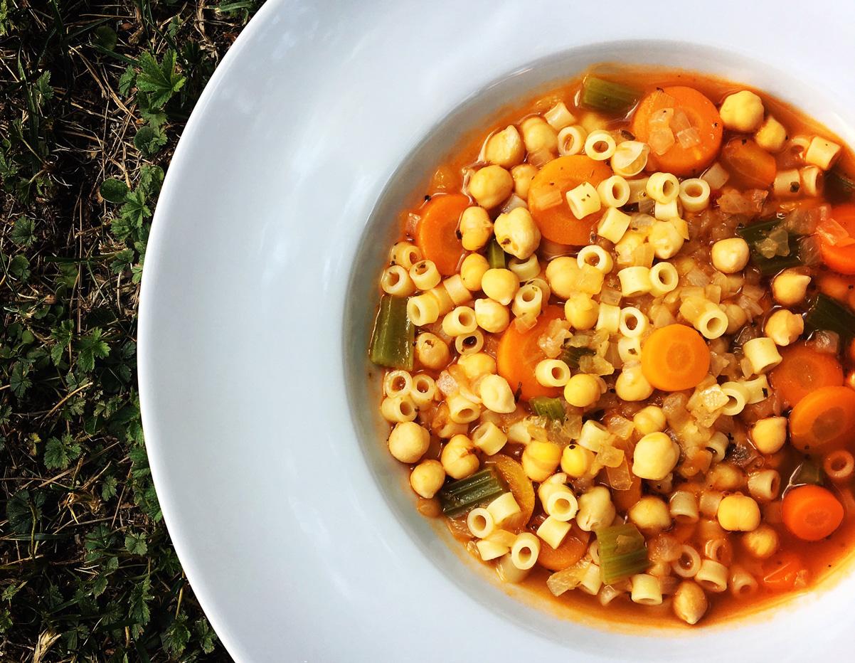 σούπα με ρεβίθια και κοφτό μακαρονάκι