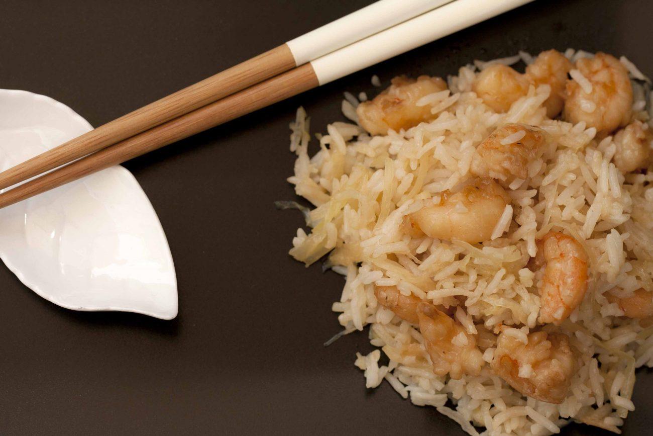 κινέζικο ρύζι με λάχανο και γαρίδες