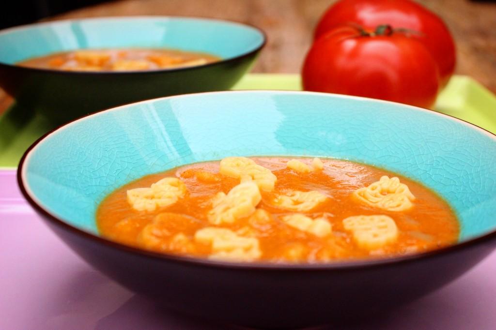 ντοματόσουπα με pasta kids
