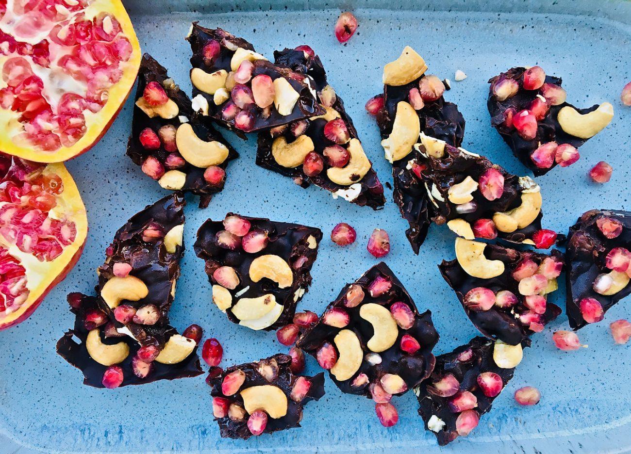 σοκολατένιες μπουκιές με ρόδι και κάσιους